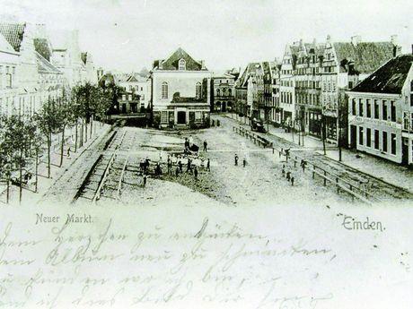 Zu sehen ist eine historische Aufnahme der Stadtwaage auf dem neuen Markt