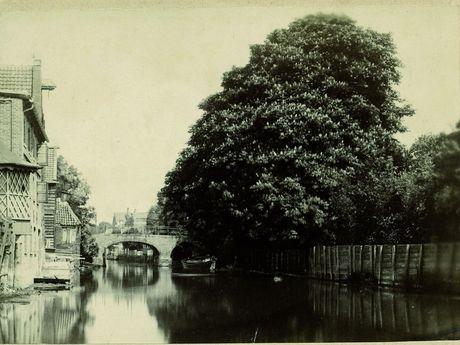 Zu sehen ist eine historische Aufnahme des Alten Grabens in Emden