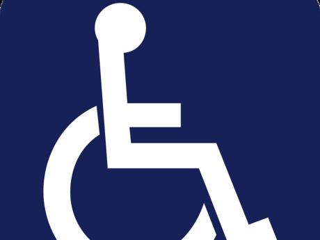Zu sehen ist ein Rollstuhlpiktogramm in weiß auf blauem Hintergrund