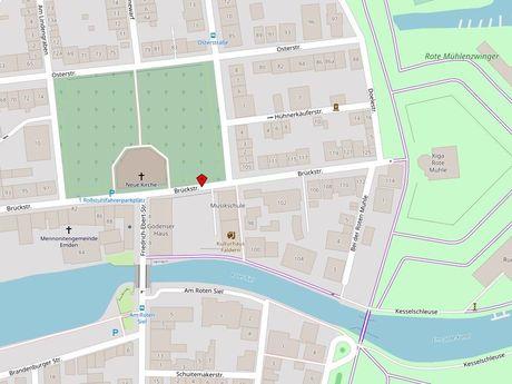Zu sehen ist ein Kartenausschnitt von Open Streetmap, welcher den Standort des Behindertenparkplatzes in der Straße Brückstraße anzeigt