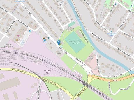 Zu sehen ist ein Kartenausschnitt von Open Streetmap, welcher den Standort des Busparkplatzes in der Petkumerstraße anzeigt