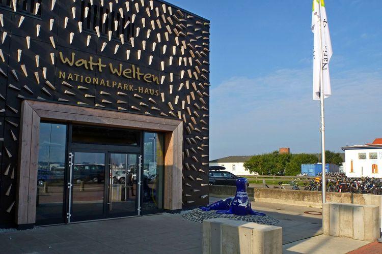 Zu sehen ist der Eingang des Nationalparkhauses auf Norderney