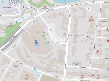 Zu sehen ist ein Kartenausschnitt von Open Streetmap, welcher den Standort des Parkhauses anzeigt