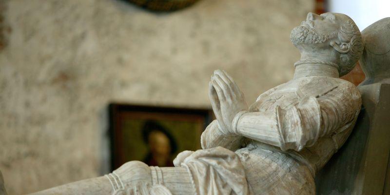 Aufnahme der in der Johannes a Lasco Bibliothek ausgestellten Statue von Johannes a Lasco
