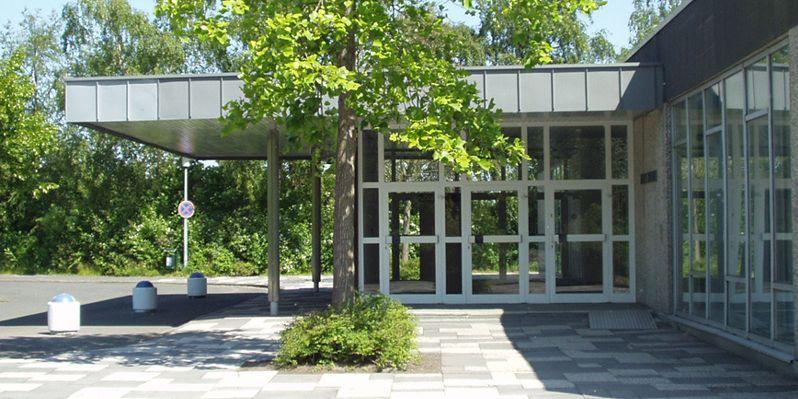 Zu sehen ist der Eingang des Neuen Theaters