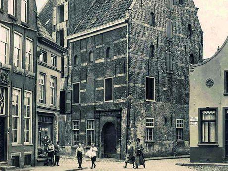 Zu sehen ist eine historische Aufnahme der Stadthalle